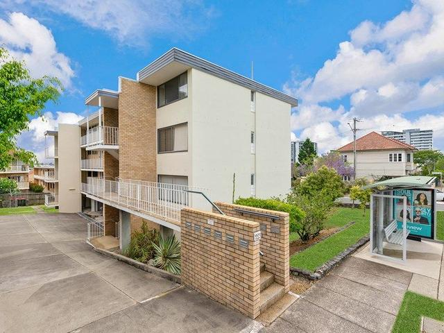 8/223 Cavendish Road, QLD 4151