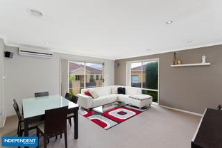 Formal lounge/dining room