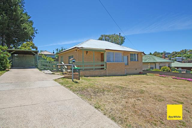 6 Alkoomi Place, NSW 2630