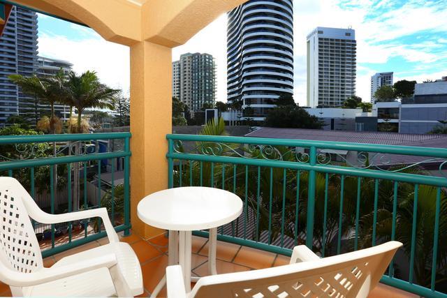 30 'Aruba Sands' 11-17 Philip Avenue, QLD 4218