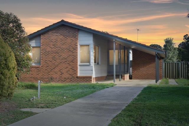 8 Pinot Crescent, NSW 2646