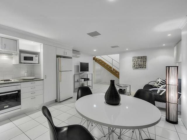 Unit 2B @ 2/24 Plunkett Street, QLD 4064
