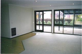 Lounge to courtyard