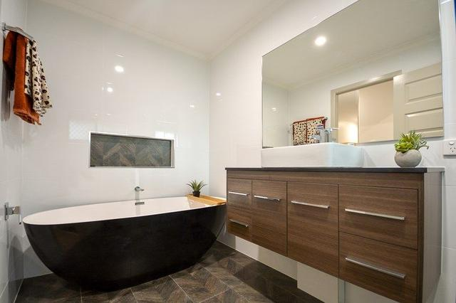 8 Buttler Street, QLD 4300