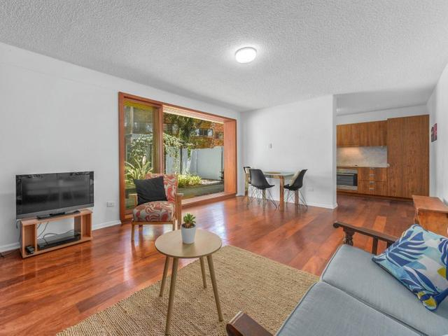2/18 Griffith Street, QLD 4005