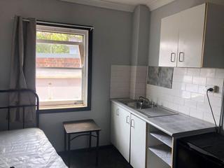 Room 17 / 10 Flinders Street