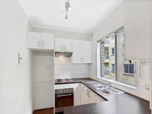 8/30 Eaton Street, NSW 2089