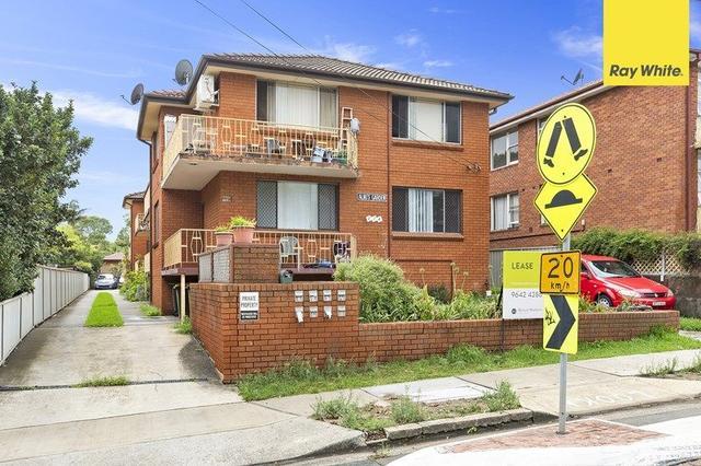2/114 Rossmore Avenue, NSW 2196