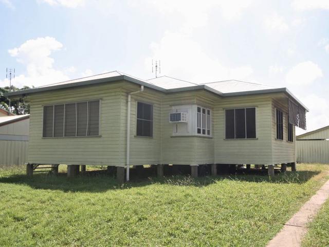 8 Dennis Street, QLD 4807