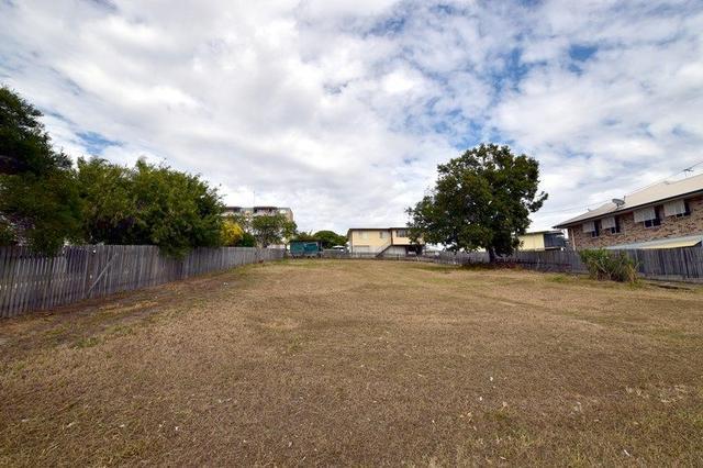 7 Side Street, QLD 4680
