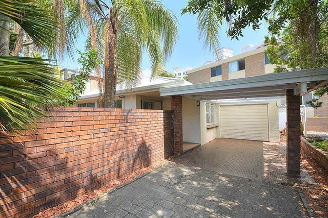 17 First Avenue, QLD 4218