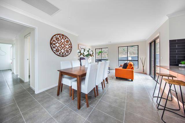 12 River Drive, NSW 2620