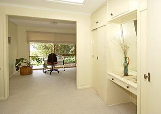 Bedroom w study area