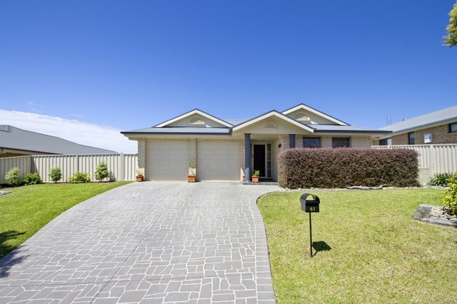 41 Royal Mantle Drive, NSW 2539