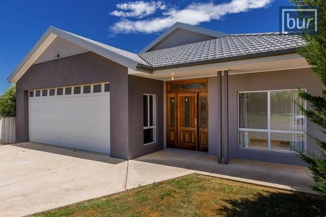6 MacGill Court, NSW 2646