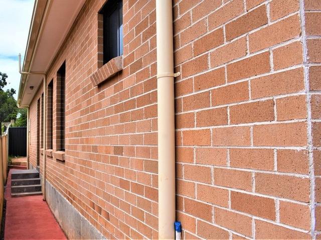 12a Paperbark Cct, NSW 2170