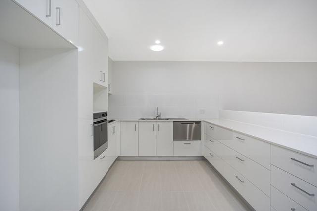 2/74 Wardoo Street, QLD 4214