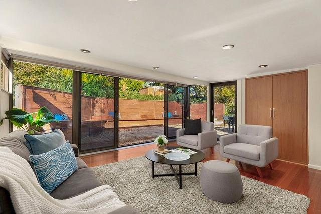 11 Valley Crescent, VIC 3046